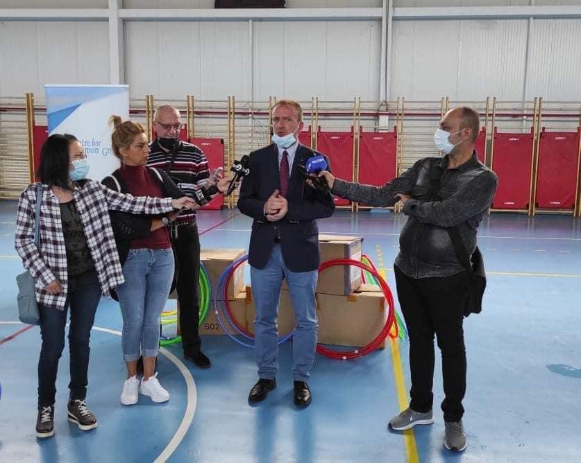 Се дистрибуираат спортски реквизити до сите основни училишта во Гостивар.