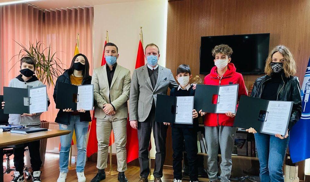 Komuna e Gostivarit ndau dhjetë bursa për sportistët e rinj të qytetit