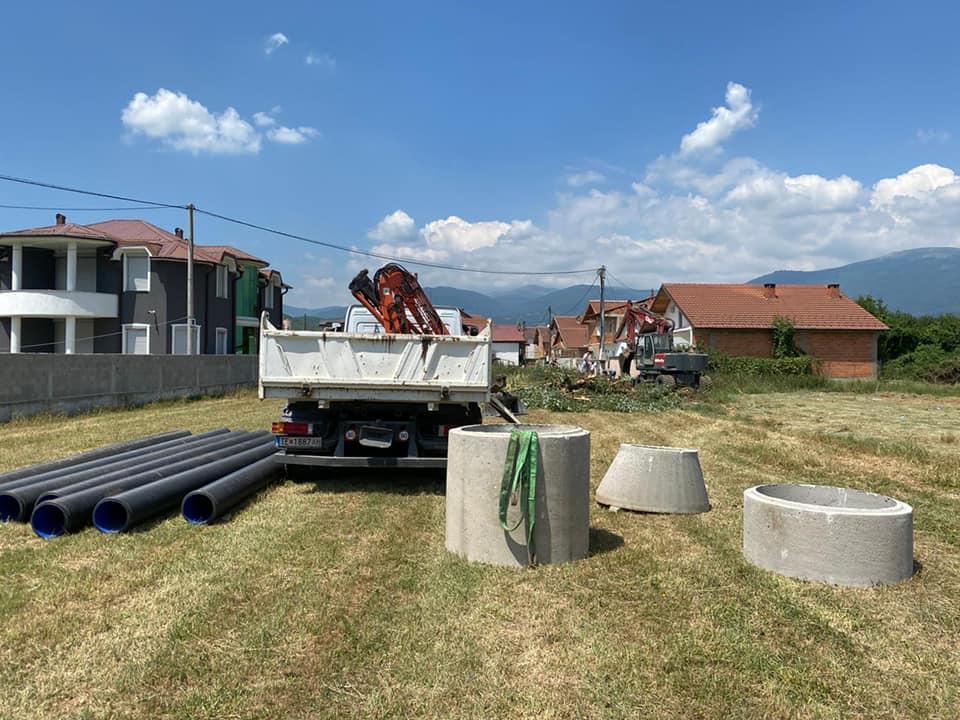 """Започнаа работите за поставување на канализација во населбата """"Керамидница"""" во должина од 257 метри."""